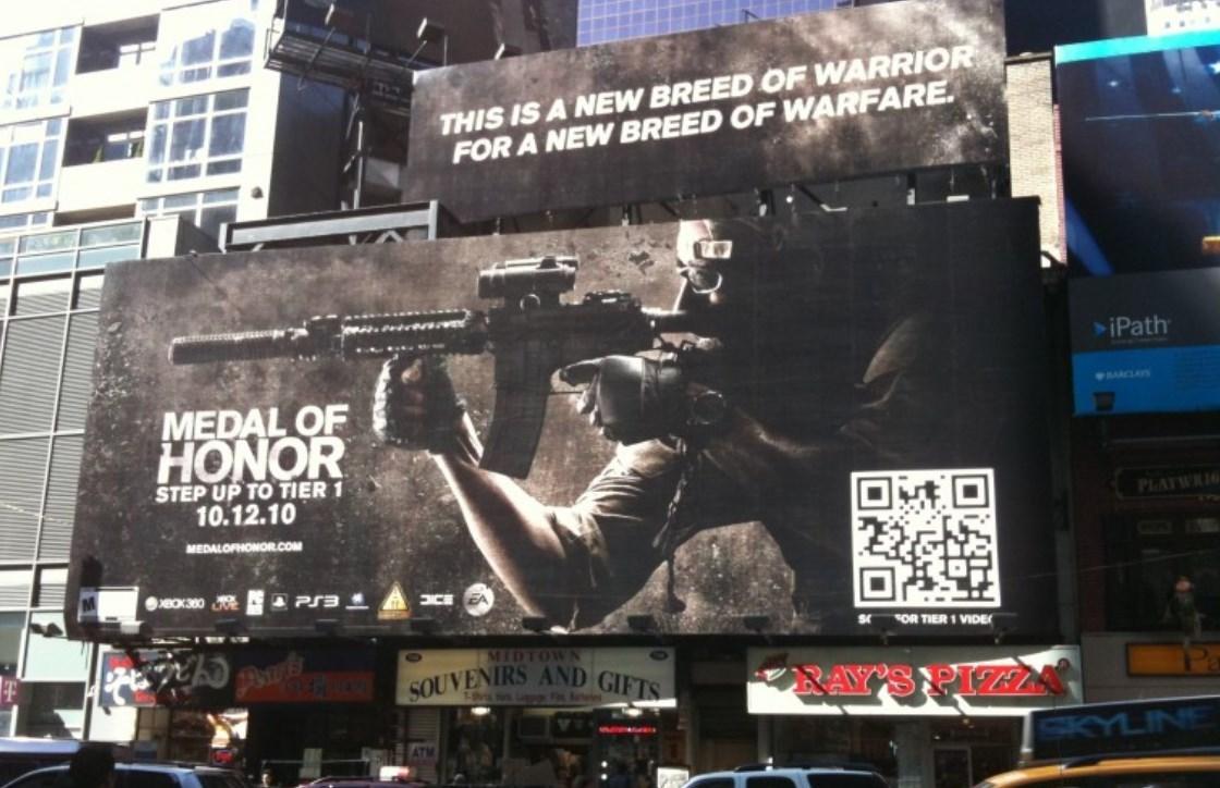QRコードの道路広告